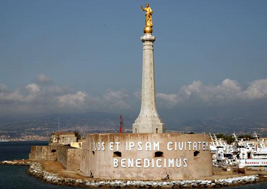 Messina - LA STATUA DELLA MADONNA DELLA LETTERA