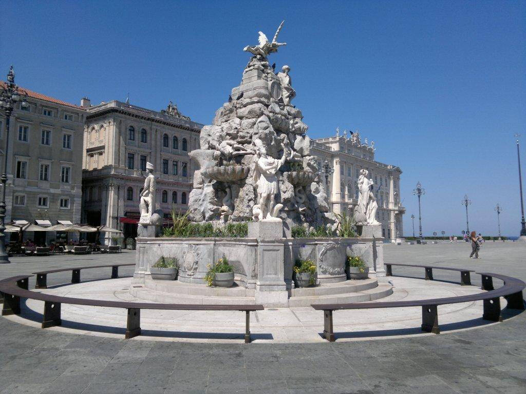 Trieste - Fontana dei quattro continenti