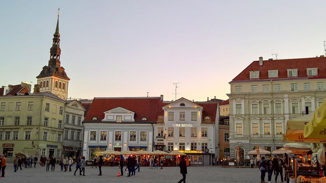 Tallinn - Piazza Raekoja