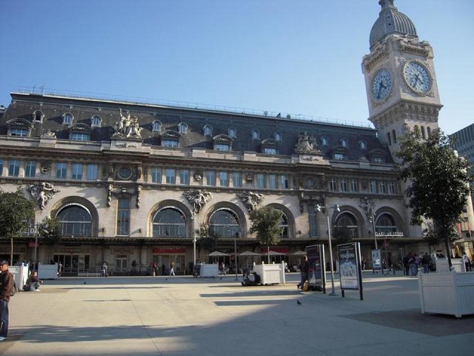 LE HAVRE dista da Parigi circa 200 km. Gare de Lyon