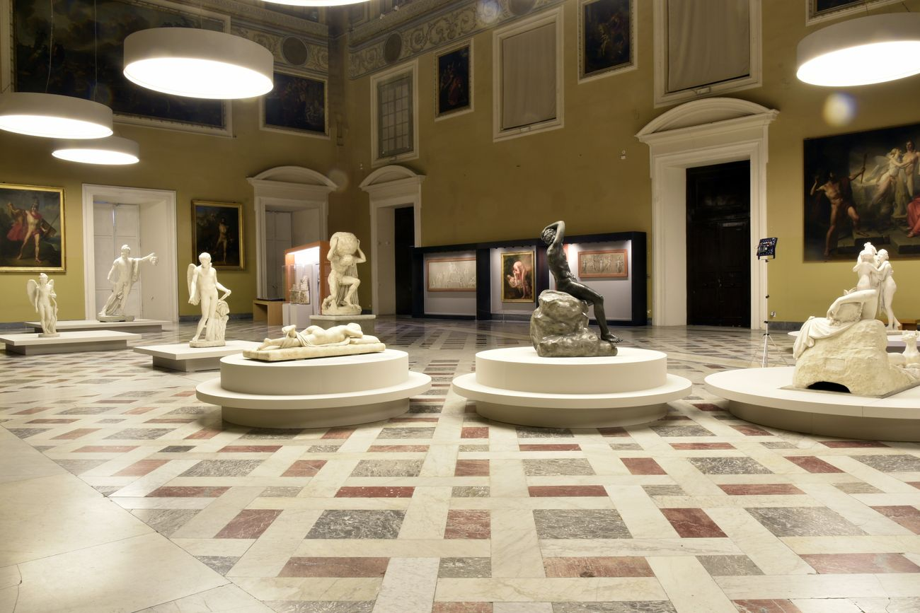 NAPOLI - INTERNI MUSEO ARCHEOLOGICO