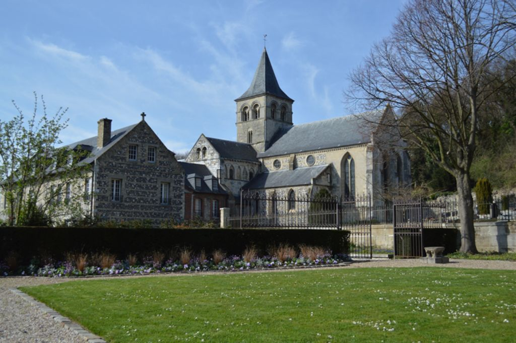 Fra Le Havre e Harfleur si trova anche il Priorato di Graville