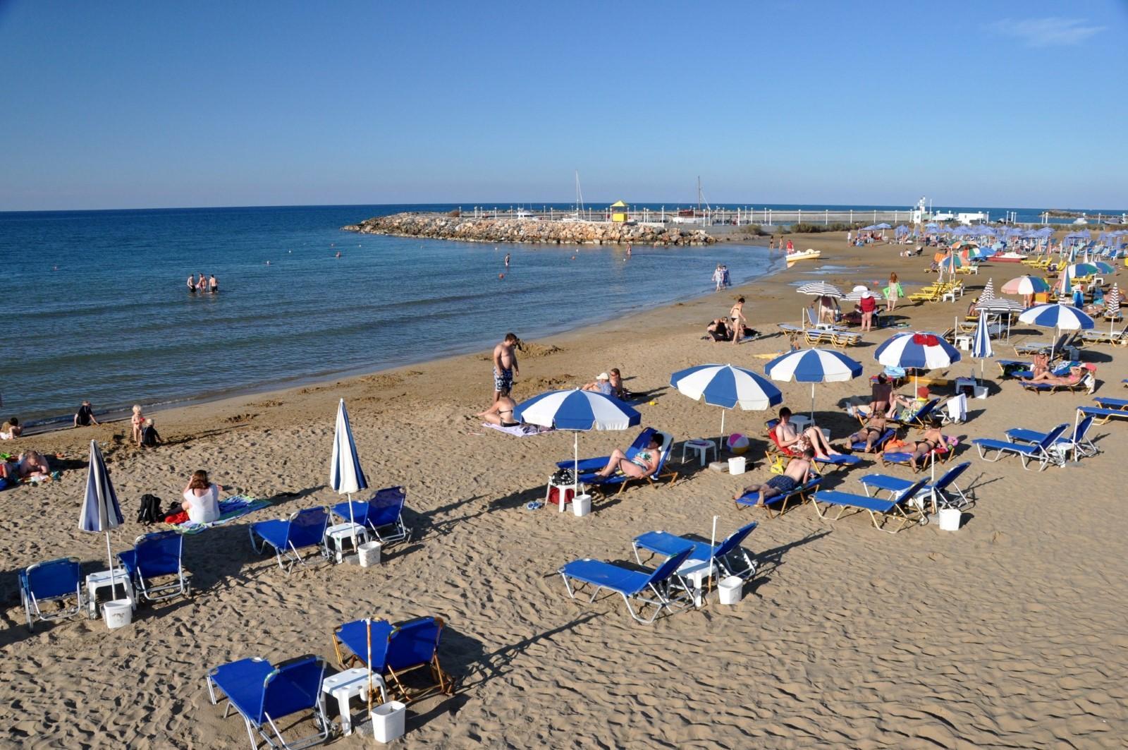 Gouves: La spiaggia di Gournes si trova presso il villaggio omonimo, a 17 Km da Heraklion