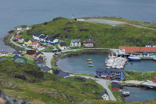 Kamøyvær è un villaggio di pescatori molto attivo distante 12 Km da Honningsvag.