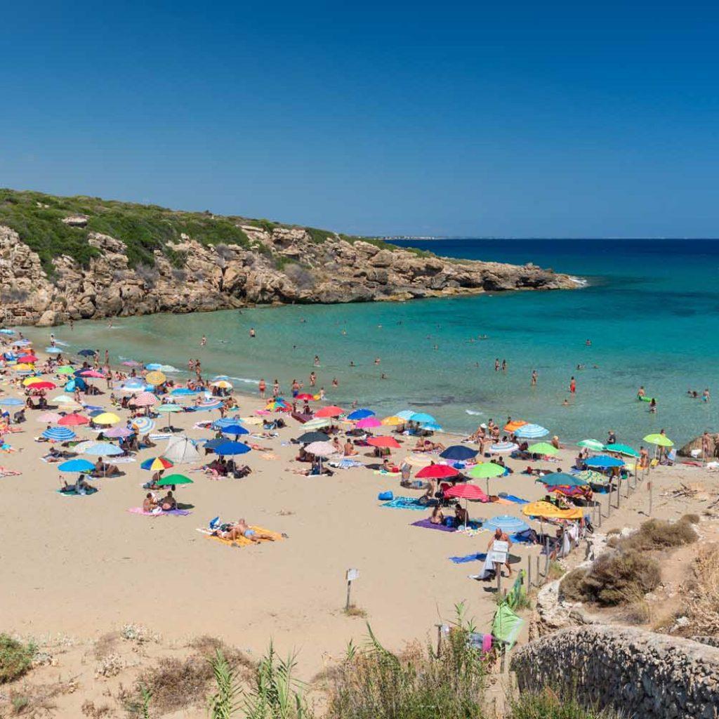 La spiaggia di Calamosche, una delle spiagge più famose di Siracusa.