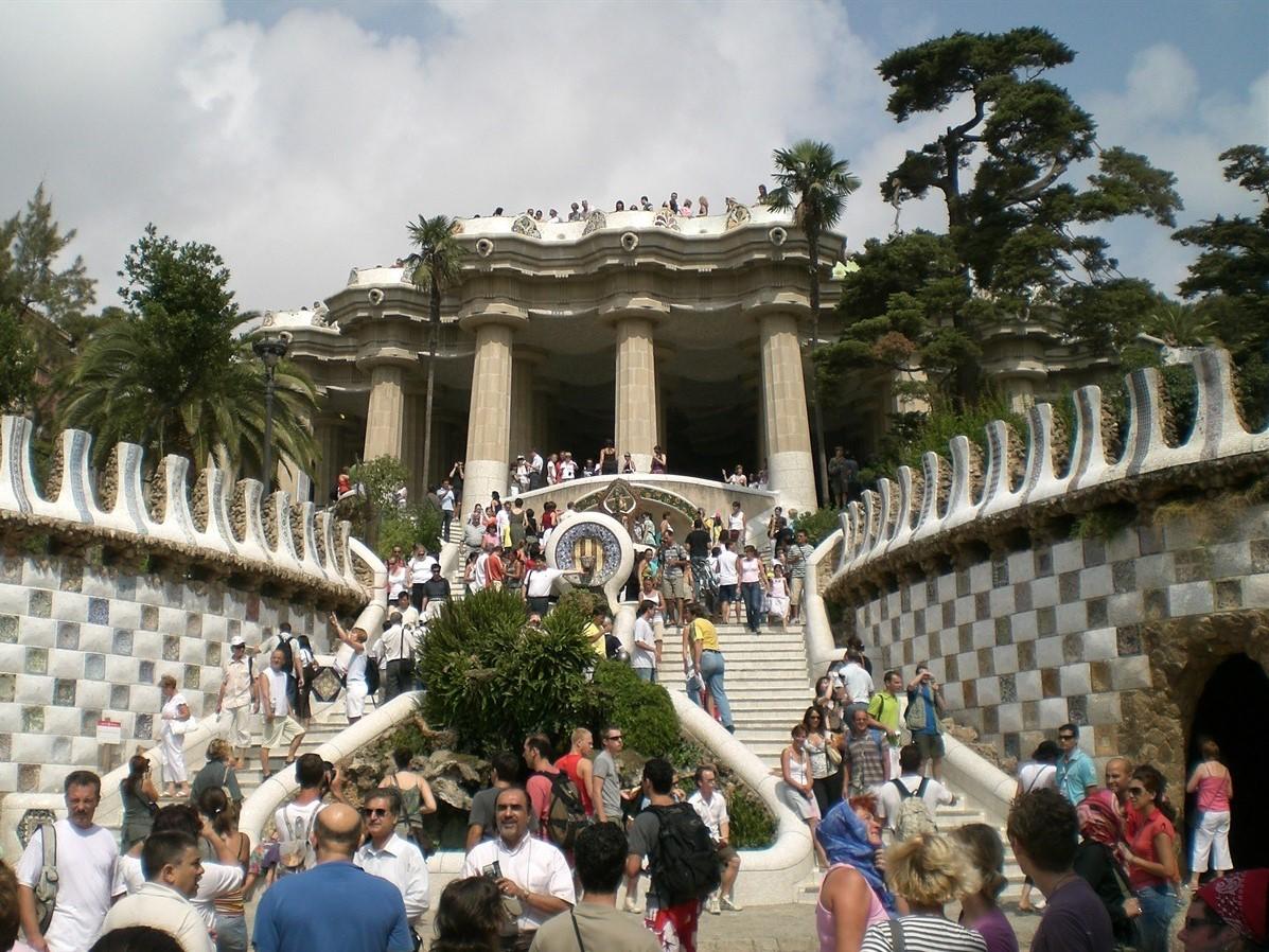 Barcellona  Parco Guell crociere nel cuore