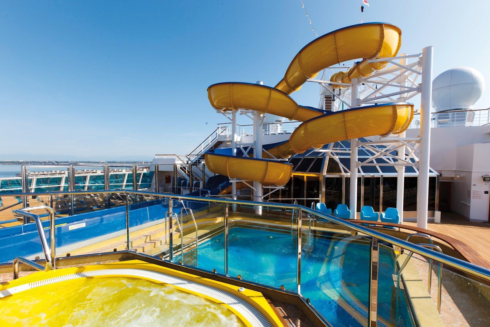piscina costa magica - crociere nel cuore