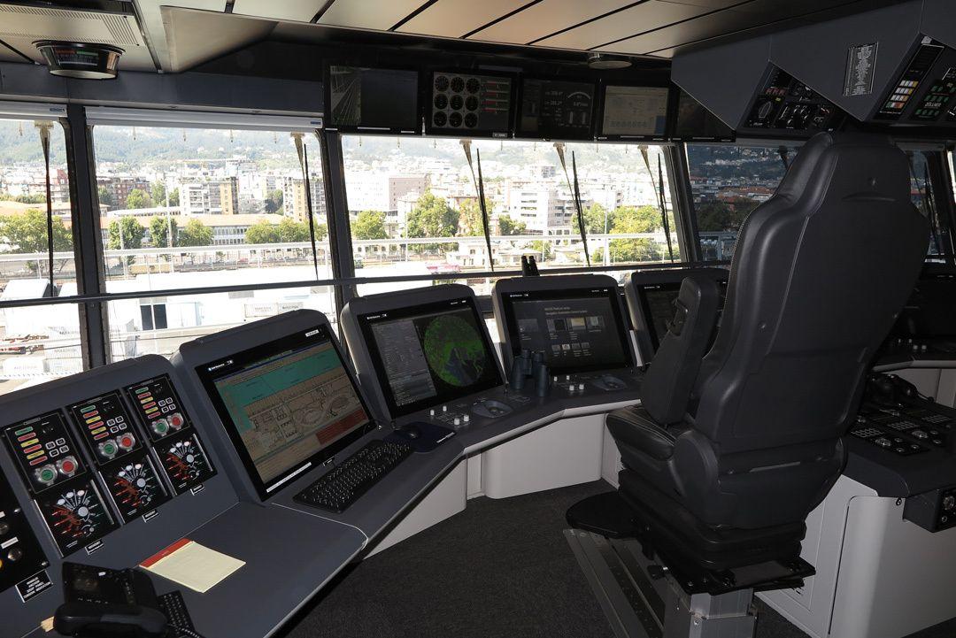 ponte di comando nave da crociera  crociere nel cuore.