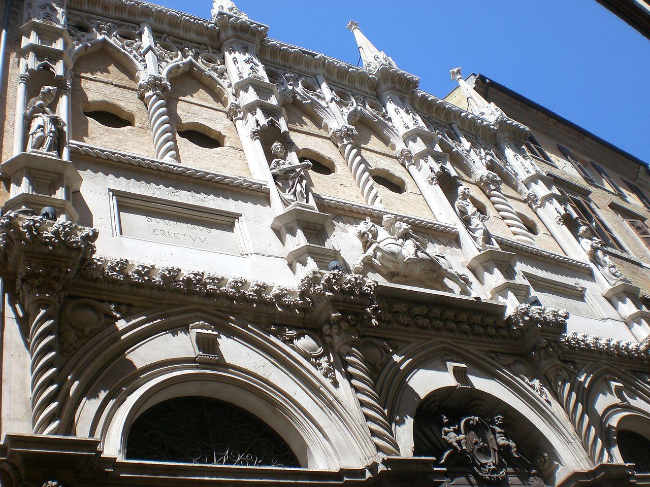 facciata quadripartita della Loggia dei mercanti ancona