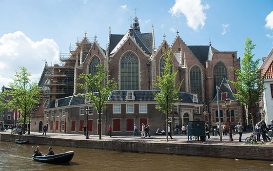 LA OUDE KERK (Chiesa Vecchia) DI AMSTERDAM