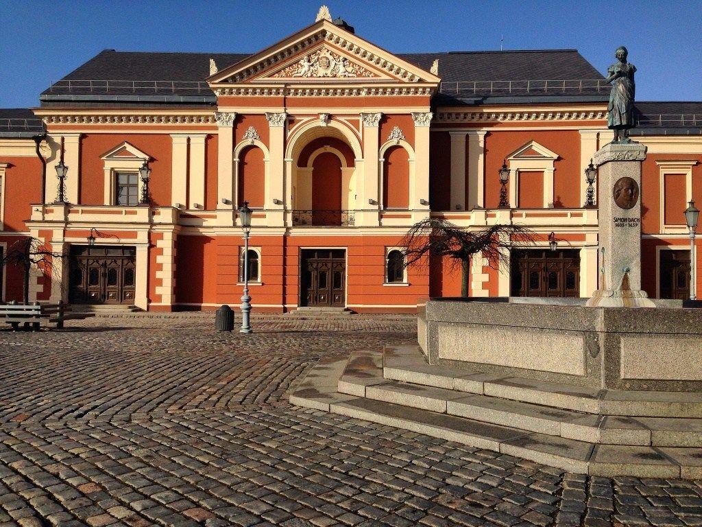 Klaipeda - piazza del teatro