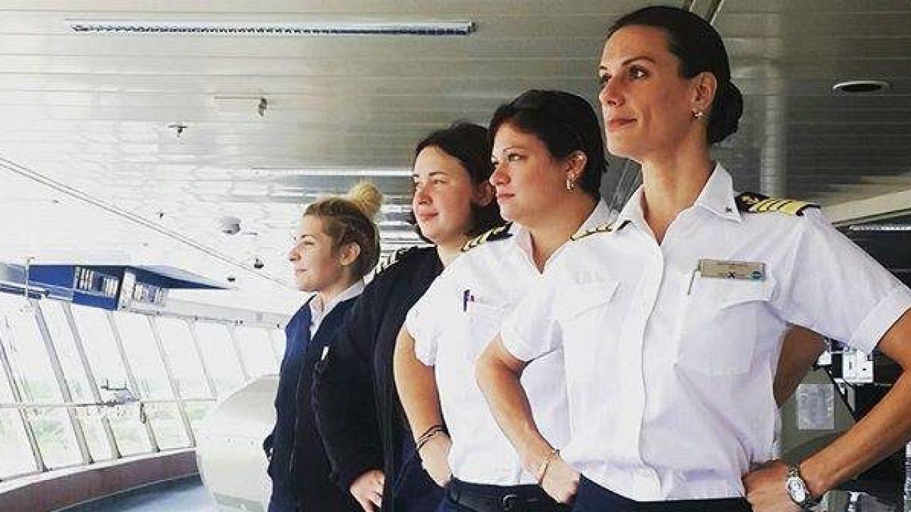 donne al comando con il comandante Kate Mc Cue