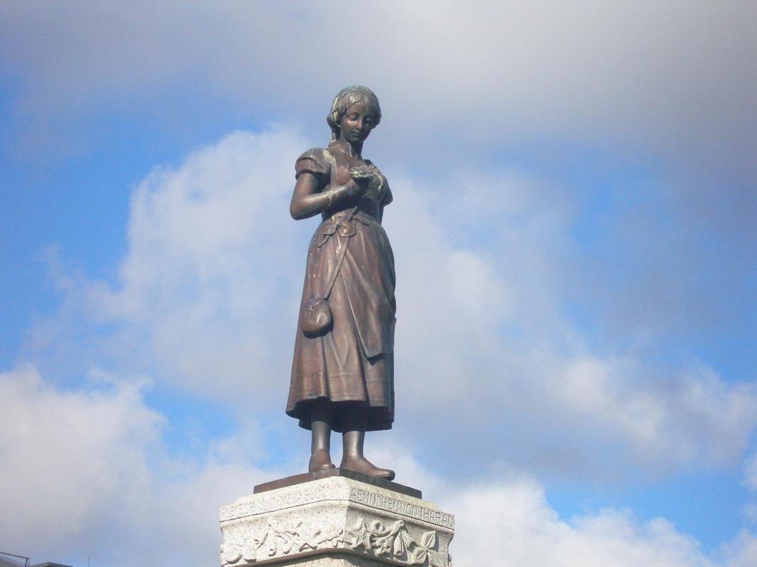 Klaipeda - statua di Annchen von Tharau