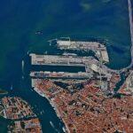 Protesta a Venezia contro il blocco delle navi