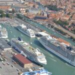 Flash mob a Venezia a favore del ritorno delle navi da crociere