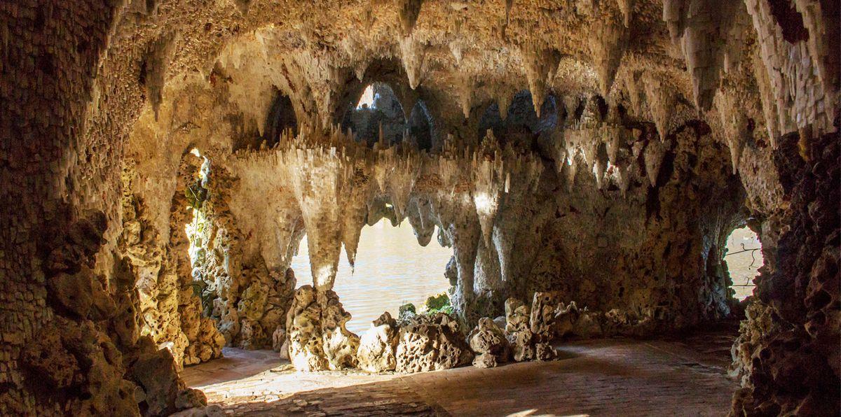 George Town- Crystal caves