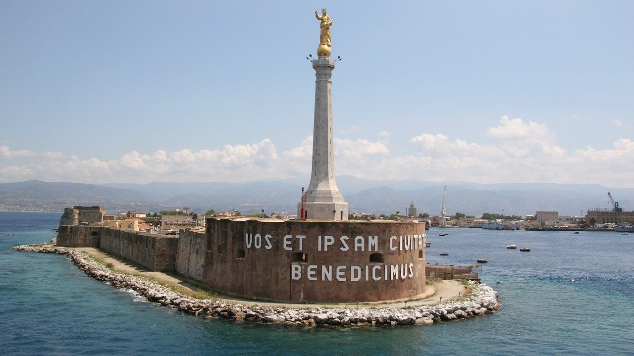 Statua della Madonna della lettera - Messina